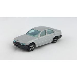 Burago bmw 535i 1/43 made in italy vintage anni 80 90 macchinina macchina toy car model auto modellino